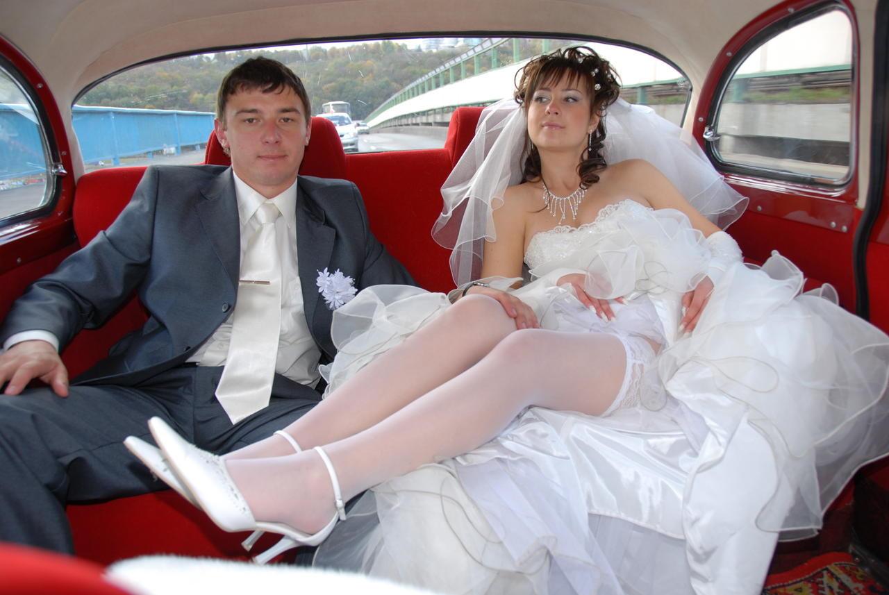 расстегнуть невеста совратил другой на свадьбе именно тот