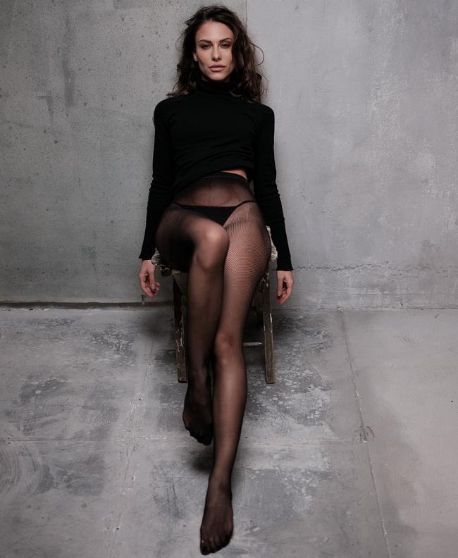 Giulia Alberti in collant neri