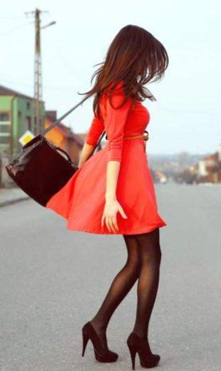Fashion blogger in rossonero